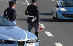 Lucca: aspirante suicida salvata dalla Polizia stradale. Si voleva lanciare da un viadotto sulla A11