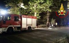 Firenze: auto incendiata e incidente in viale Michelangelo, intervento dei vigili del fuoco