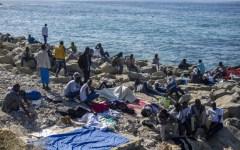 Migranti: si alleggerisce Ventimiglia e si trova una caserma per Milano. Ma il problema resta serio