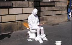 Firenze: due falsi mimi sanzionati e denunciati per questua fastidiosa e travisamento
