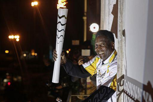 Edson Arantes do Nascimiento, detto Pelè: 76 anni. Problemi di salute gli impediscono di fare il tedoforo