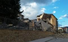 Terremoto, Amatrice: crollata la scuola elementare ristrutturata nel 2012. L'ora notturna ha evitato un'ulteriore tragedia (video)
