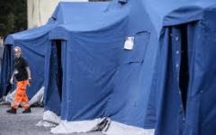 Terremoto: sfollati, prima notte in tenda. Dopo la paura il freddo, ma soccorsi efficaci. Sciacalli in azione