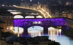 Fiorentina: Ponte Vecchio viola per la festa dei 90 anni