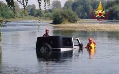 Lucca: automobilista bloccato nel fiume Serchio salvato dai vigili del fuoco