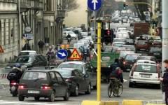 Auto: gli italiani al volante, solo ottavi in felicità. Firenze in testa alla classifica nazionale