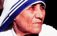 Il Papa canonizza Madre Teresa di Calcutta:  «Anche da santa continueremo a chiamarla madre» (video)