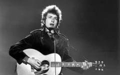Nobel: Bob Dylan non ritirerà il premio a Stoccolma (troppo impegnato!)