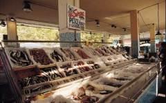 Viareggio: chiuso il mercato ittico per ordine dell'Asl. La protesta dei pescatori