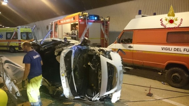 Incidenti stradali: auto si ribalta su A/1, ferito disabile