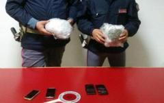 Arezzo: avevano imbottito l'auto di cipolle e peperoncino per coprire odore di droga. Arrestati dalla polstrada