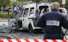 Parigi: poliziotti assaliti e feriti gravemente con bottiglie molotov nella banlieue