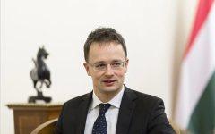 Migranti: replica e attacco a Renzi del ministro degli esteri ungherese