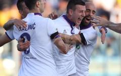 I viola esultano con Bernardeschi dopo il primo gol di Federico