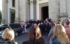 Bagno a Ripoli, crollo abitazione: funerali di Valentina Auciello, commossa partecipazione di parenti, amici e centinaia di persone
