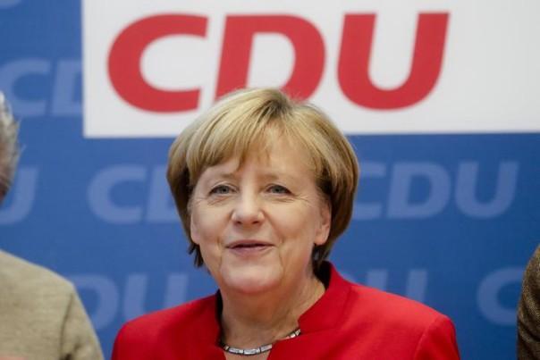 GERMANIA: L'ANNUNCIO DI MERKEL, PRONTA AL QUARTO MANDATO