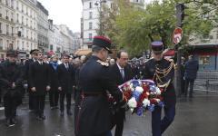 Parigi, stragi del 13 novembre: le commemorazioni ufficiali con i presidenti Hollande, Vals e i parenti delle vittime