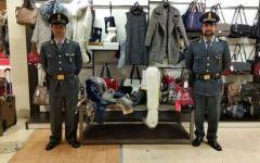 Pontedera: sequestrati dalla Guardia di Finanza 11mila vestiti senza etichette