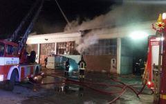 Montemurlo: incendio devastante in una fabbrica di Oste che lavora nel tessile
