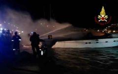 Loano: tre morti nell'incendio di uno yacht ancorato in porto