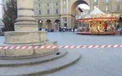 Firenze: allarme bomba in piazza della Repubblica. Intervengono gli artificieri ma dentro c'era solo un regalo