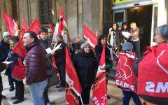Firenze: presidio davanti a Poste Italiane delle lavoratrici degli appalti delle pulizie. Protestano per i ritardi degli stipendi