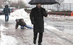 Maltempo, ghiaccio: pericolo di fratture per gli anziani. I medici invitano a stare a casa