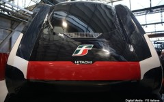 Treni: ecco il nuovo modello Rock della Hitachi per i pendolari. Presentato a Pistoia