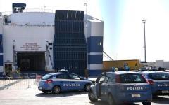 Napoli: extracomunitari compiono gravi violenze contro i passeggeri di una nave