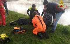Firenze: ragazza finita in Arno salvata da un vigile urbano. Sul lungarno della zecca vecchia