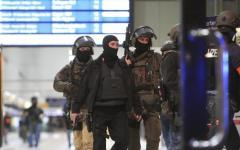 Duesseldorf: paura alla stazione, uomo colpisce con l'ascia, sette feriti, uno grave