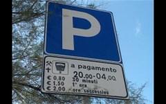Fondi (Lt): nei parcheggi a pagamento è obbligatoria la presenza del bancomat. Annullata una multa irrogata dal Comune