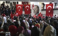 Erdogan vince di stretta misura (51%). Turchia spaccata sul referendum costituzionale
