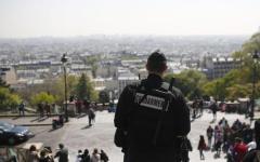 Francia blindata al voto: paura di nuovi attacchi. Panico alla Gare du Nord. Mogli dei poliziotti in corteo alla Torre Eiffel