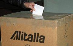 Alitalia, referendum: lavoratori verso il No. L'azienda rischia il commissariamento e la liquidazione