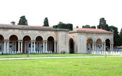 Livorno: anziana si uccide con la pistola sulla tomba del marito