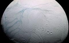 Saturno: una delle sue lune (Encelado) potrebbe ospitare la vita (video)