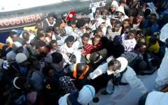 Migranti: a Pasqua 8.300 presunti profughi salvati. Il costo dell'accoglienza sale a 4,6 miliardi di euro