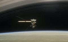 Saturno: la sonda Cassini fra gli anelli del pianeta rosso (video)