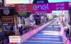 Giro d'Italia: Lo spagnolo Izagirre primo a Peschici, secondo l'italiano Visconti