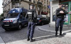 Parigi: operai di una fabbrica in crisi hanno minato l'edificio. Le dichiarazioni dei sindacati