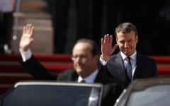 Macron all'Eliseo: finisce l'era di Hollande. «Il mondo ha bisogno di una Francia forte. Rilanciare il lavoro il primo impegno»