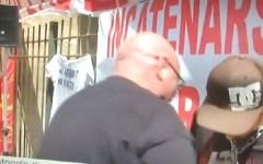 Piombino, vertenza Aferpi: gli operai incatenati protestano (foto). Domani assemblea pubblica in Piazza Cappelletti