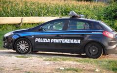 Pisa: bottiglie Molotov contro auto della polizia penitenziaria.