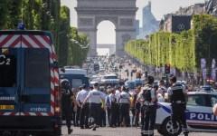 Parigi: auto contro la polizia sugli Champs Elysées. Morto l'attentatore