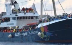 Migranti: la Libia bandisce le navi Ong dalle sue acque territoriali
