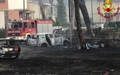 Incendi: a Marina di Grosseto bruciano dieci auto sul viale che va al mare