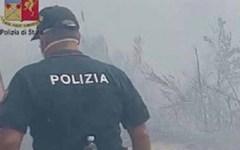 Sicurezza: la polo estiva degli agenti di polizia non è ignifuga, rischi in caso di incendi