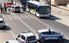 Marsiglia: un morto, auto lanciata contro fermate bus, arrestato l'autista