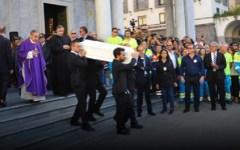 Livorno, funerali delle vittime: scoppia la polemica vescovo - sindaco
